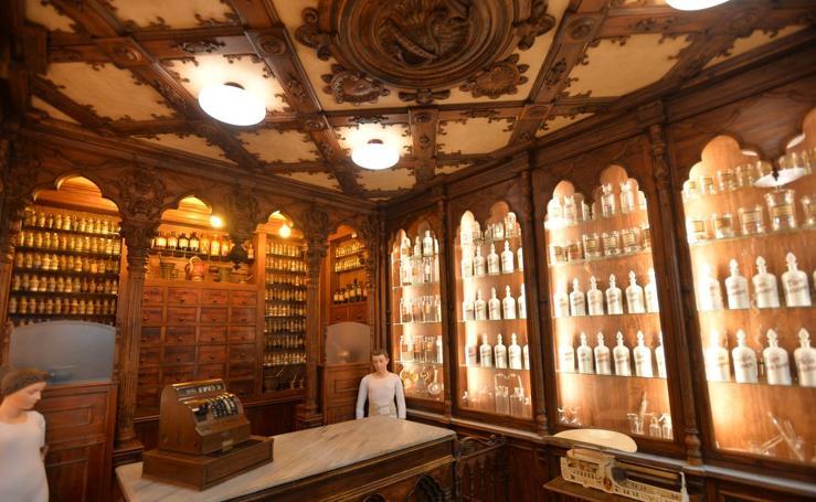 La farmacia Sala Just regresa restaurada al Palacio de Guevara