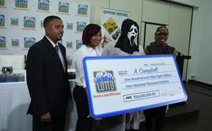Gana 150 millones en la lotería y recoge el premio disfrazado para que no le reconozca nadie