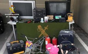 Desarticulan un grupo criminal al que atribuyen nueve robos en casas de campo de Mula
