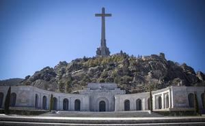 El Gobierno ya asume que la exhumación de Franco no será posible esta legislatura