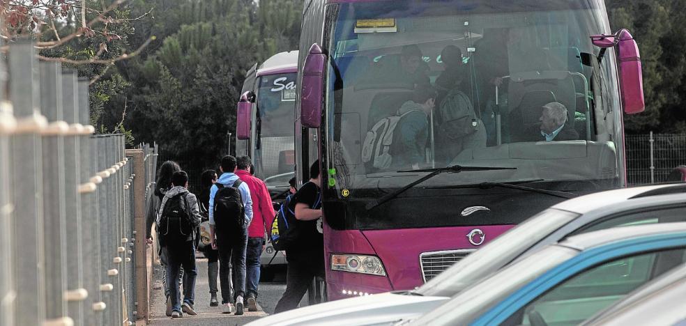 La falta de transporte complica la asistencia diaria a clase a 350 alumnos de Bachillerato