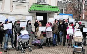 Una pareja murciana lleva dos meses en Ucrania atrapada por el conflicto de los 'niños de Kiev'