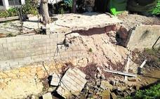 Denuncian desprendimientos en la calzada que circunda la acequia de Barreras en Aljucer