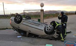 Muere una joven de 24 años al volcar con su coche y salir despedida