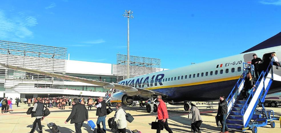 El aeropuerto de Corvera abre una ruta con Mallorca y suma ya 22 destinos con 8 aerolíneas