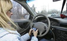 Cómo usar el móvil en el coche sin que te puedan multar