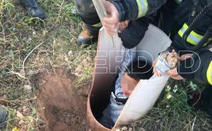 Rescatan a un niño de 7 años atrapado en la arqueta de una obra sin tapar en El Albujón