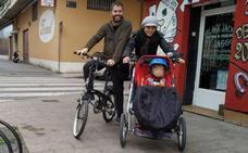 Una familia murciana denuncia la multa que recibió por circular con un triciclo homologado por la UE