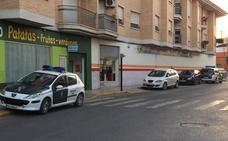 Atracan a punta de pistola un supermercado en el centro de Alguazas