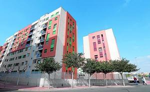 Inspeccionan tres bloques de Joven Futura por las grietas en las viviendas