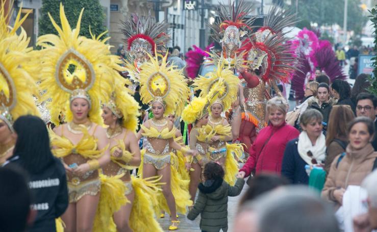 El Carnaval llama a la fiesta con color y glamur