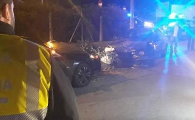 Un conductor ebrio choca contra otro vehículo y hiere a una madre y su hijo de dos años