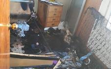 Atienden a dos personas por intoxicación en el incendio de un piso en Beniaján