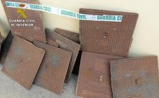 Detenido un hombre por robar tapas de alcantarillado en Los Alcázares