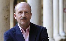Manuel Villoria: «La regeneración democrática que proclamaban PP y PSOE no existe, no se ha producido»