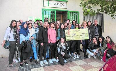 Estudiantes del IES Bohío, solidarios con la AECC