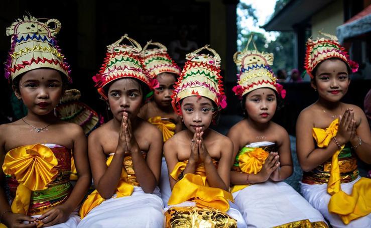 Festival de purificación en Indonesia