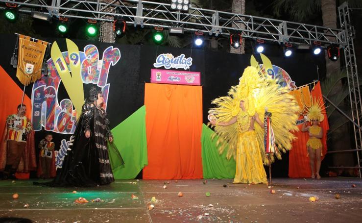 Multitud de personas disfrutan del Carnaval de Águilas
