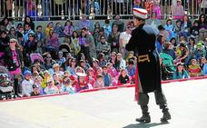 Centenares de niños disfrutan de su carnaval