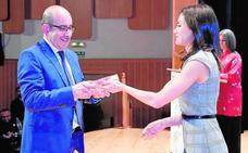 Doña Letizia entrega una distinción a Aquadeus