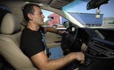La Guardia Civil explica para qué sirve el reposacabezas del coche: «No es para apoyarte»