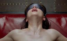Atienden a una mujer a punto de morir por recrear una escena de '50 sombras de Grey'