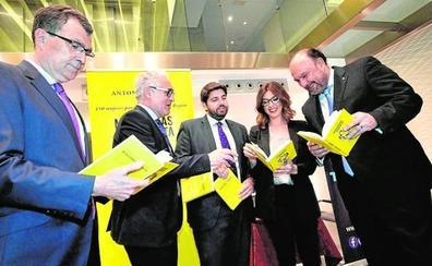Botías presenta a sus 150 'Murcianas de dinamita'