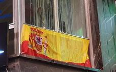 Huevos y gritos contra Vox al pasar la manifestación del 8-M por su sede de la Gran Vía de Murcia