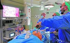 El Reina Sofía utiliza equipos con imágenes 3D para mejorar las operaciones urológicas