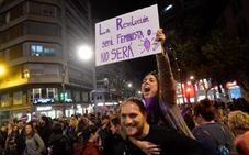 Decenas de miles de personas recorren el centro de Murcia en el acto central del 8-M