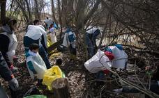 Patrullas contra la 'basuraleza' en los ríos Segura y Mula