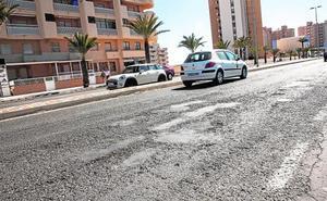 La falta de servicios e inversión sumen a La Manga en un estado de «abandono y crisis»