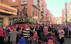 San Roque recorre las calles de Blanca junto a la banda