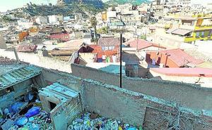 Toneladas de basura en solares del Calvario Viejo