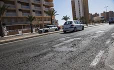 La Manga clama contra la falta de mantenimiento en calles y plazas
