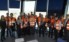 Visita de los ganadores del concurso de 'La Verdad' al aeropuerto internacional de la Región de Murcia