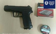 Detenido en Murcia tras saltarse dos controles, intentar atropellar y amenazar con una pistola