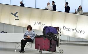 El aeropuerto de Corvera aguanta el tipo y gana 1.100 viajeros