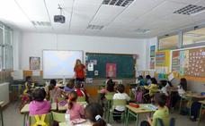 Los docentes murcianos exigen una rebaja de dos horas lectivas a la semana