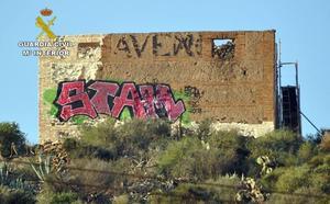 Investigan al presunto autor de un grafiti en una ermita de San Ginés de la Jara declarada BIC