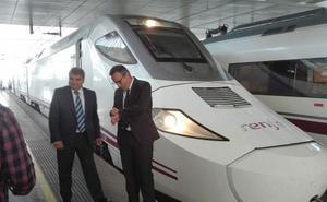 El tren híbrido aún no podrá viajar a Madrid en tres horas, como prometió el Ministerio