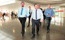 La competencia empuja a los taxistas a vestirse de traje para trabajar