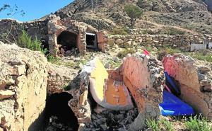 El Grupo Aire saca a la luz el «abandono absoluto» del viejo cementerio municipal de Ricote