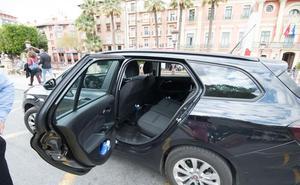 La Policía Local denuncia a seis vehículos de Cabify en su primera semana de servicio