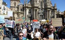 La protesta mundial contra el cambio climático prende en miles de murcianos