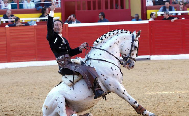 Cartagena, Galán y Vicens empatan a 3 orejas en la corrida de rejones de Cieza