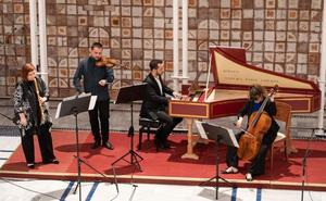 Bach sale a la calle