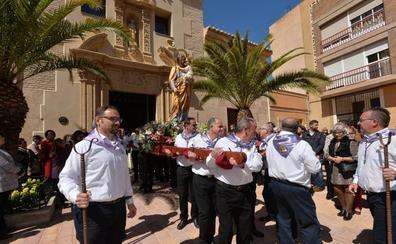 La procesión de San José y la quema de su falla ponen fin a diez días festivos en Lorca