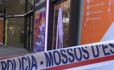 La sede de Cs en Barcelona amanece con cristales rotos y pintadas de Arran