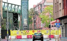 Santiago el Mayor asume que la clausura del paso a nivel durará más de lo previsto